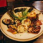 114556604 - 旬野菜とベーコンのグリルサラダ