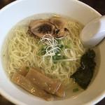 博多塩ラーメン 城 - 料理写真:塩ラーメン600円