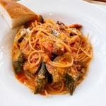 ラ トラットリア エストルト - ベーコンと夏野菜のトマトソース