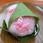 若狭屋 - 花びら桜餅・青葉