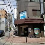 ピシ ピシ トモ - お店は2Fにあります。ちょっと敷居が高い。