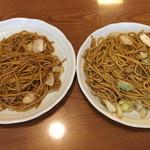蒜山家きんべえ - 料理写真:左:辛焼きそば   右:タレ焼きそば