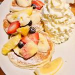 コナズ珈琲 - クラシックホイップパンケーキ+フルーツミックス