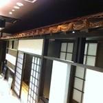 松永牧場 - 赤瓦の個室入口です。