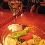 11459632 - 白ワインとサラダ