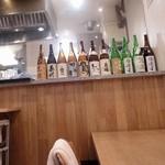 とんかつ武信 - 店内には豊富な日本酒が