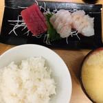 114592731 - お刺身定食¥1280熱々の味噌汁にご注意