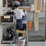 すぎうらベーカリー - イートインスペースのコーヒーサーバー