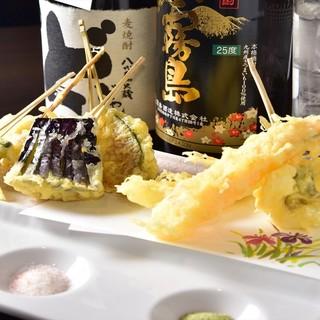 1本から頼める、種類豊富な串打天ぷら