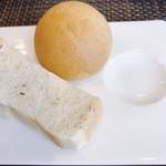 Kokoro - ローズマリーパンと全粒粉パン