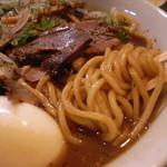焼豚ソバ 黒ナベ - 浅草開化楼の麺