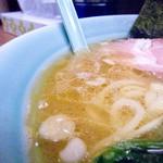 武蔵家 - 油多めの、スープ。