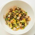フィリップ・ミル 東京 - トウモロコシのロワイヤルとキャベツのエチュベ、鴨もも肉とフォアグラ、茸のアンサンブル