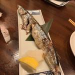 旬魚と個室 和食りん  - 焼物:さんまの塩焼き こちらで、秋刀魚の塩焼きが食べられるとは。一人一尾とは嬉しい。