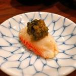 吉野寿司 - ズワイガニ爪肉に蟹味噌のせて!