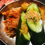 焼肉と夜景 醍醐 - キムチ盛り合わせ