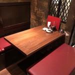 博多餃子舎603 - 2階テーブル席