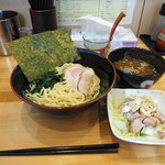 横浜ラーメン 北村家 - つけ麺(並)800円+キャベチャー150円