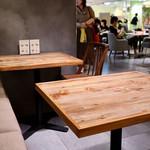 京都四条くをん - テーブル席