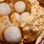 京都四条くをん - お団子は胡麻とピーナッツの2種類