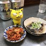 洛二神 - 左:白菜キムチ200円 右:オイルサーディンの炙り山椒風400円