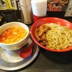 勢拉 - つけ麺(中盛、極太黒メンマトッピング、辛味増し、ねぎ増し)(胡椒、一味唐辛子、おろしニンニクいっぱい)