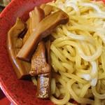 勢拉 - 極太黒メンマ、麺アップ