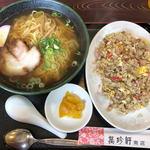 萬珍軒 - 料理写真:やきめしとラーメン