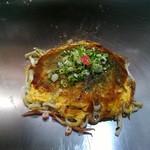 広島流お好み焼き 秀 - 料理写真:肉玉+イカをうどんで