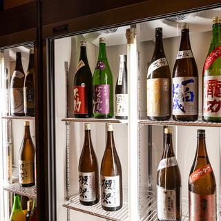 青森シャモロック料理との相性を考えた多彩な日本酒を常備