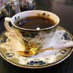 吟和 - リッチなカップ&ソーサー。それほど熱くない温度で提供される