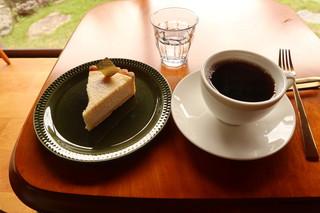 カフェ キャラメルママ - チーズタルトとコーヒー