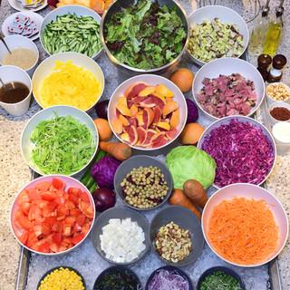 新鮮野菜を使ったサラダバーが自慢のセミブッフェランチ