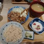 東京 壽 - 豚生姜焼きチキン南蛮定食