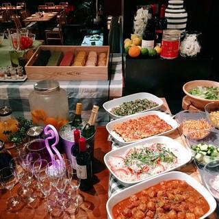 野菜たっぷりのヘルシーな「サラダバーランチ」がオススメです♪