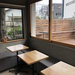 イロコンフィズリーエデセール - テーブル席