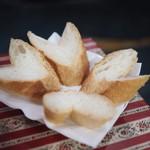 ミ・レイ - 鶏のカレー炒めに付くパン