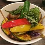 台湾茶房 e~one - 台湾屋台の唐揚げ/野菜付き