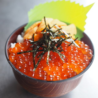 喰い処 鮭番屋 - 料理写真:雲丹いくら丼(小)