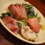 海鮮居酒屋MARU - 鮮魚五点盛(1人前450円+税・写真は4人前)2019年7月