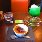 カフェ&スペース クラス - 【2019年9月1日】ブリュレとメロンクリームソーダ。