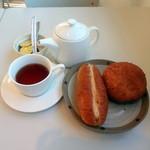 ベーカリー&カフェ ふぁんふぁーれ - ピーナッツパン120円カレーパン130円紅茶200円
