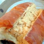 ベーカリー&カフェ ふぁんふぁーれ - ピーナッツパン120円
