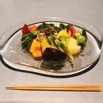 エッサンス - 料理写真:野菜と果物のサラダ