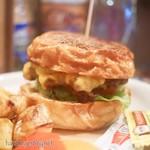 Good News Cafe SHIN - チェダーチーズバーガー