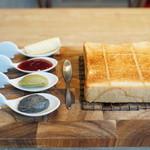 """114679956 - 極美""""ナチュラル""""食パン(280円)(トースト)と、3種のお好きなジャム+フランス伝統発酵バター エシレ(500円)"""