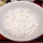 中華食堂 味鮮 - ライス 見た目より薄っすら盛り