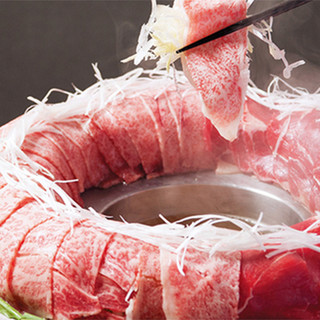 話題の新感覚鍋♪炊き肉宴会コースは飲み放題付き3,300円!