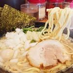 家系ラーメン 町田商店 - カタメ普通多め(麺、味、油)