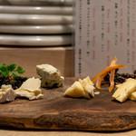 鴨一ワイン酒場 SUN - 2019.8 4種チーズの盛り合わせ(1,400円)